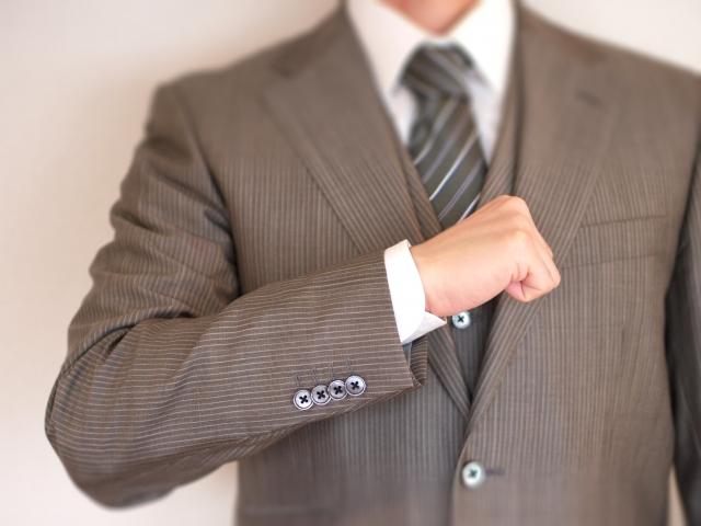 期間工の面接はスーツ