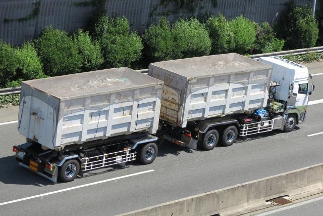 産業廃棄物のトラックドライバーの給料