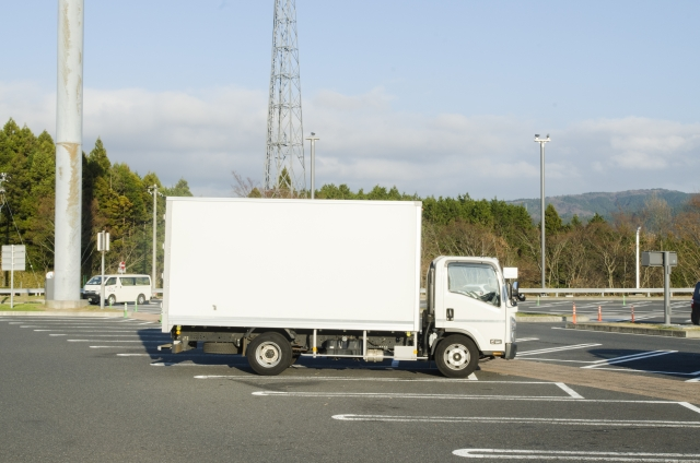 自社便の白ナンバートラックが40代の転職者におすすめの理由