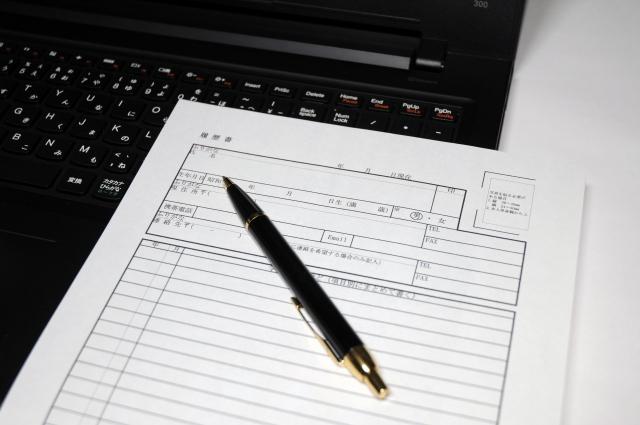 3日で辞めた場合に履歴書の職歴に書くべきか?