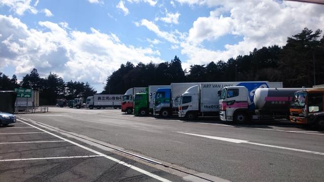トラック運転手の人手不足問題を改善するにはホワイト企業化が必須