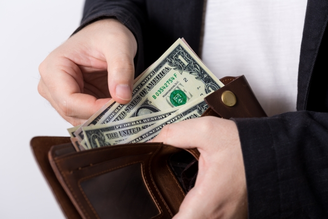 お金を盗まれる事件が発生